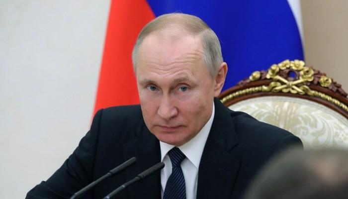 كورونا يجبر بوتين على تأجيل استفتاء الدستور