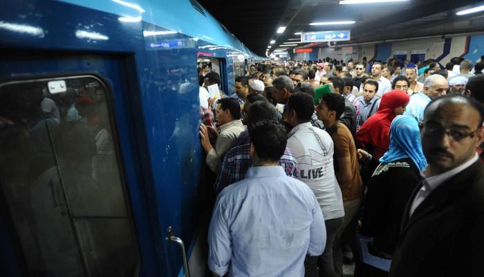 تكدس المصريين بالمواصلات رغم دعوات منع التجمعات