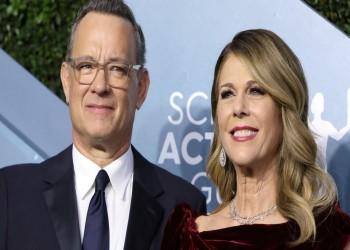 توم هانكس وزوجته يعودان إلى أمريكا بعد شفائهما من كورونا