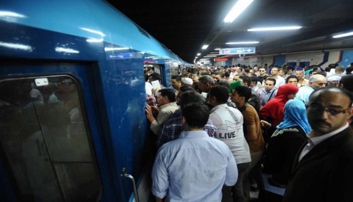 وزير النقل المصري يرفض إيقاف مترو القاهرة: آمن ونظيف
