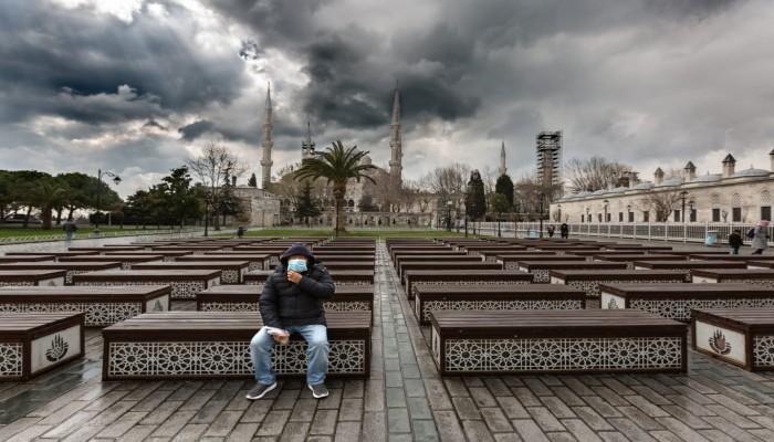 والي إسطنبول يطالب السكان بالبقاء في المنازل 48 ساعة