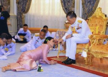 برفقة 20 امرأة.. ملك تايلاند في منتجع ألماني رغم كورونا