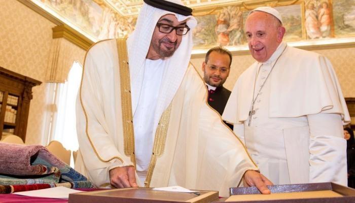 بن زايد يبحث مع بابا الفاتيكان جهود مواجهة كورونا