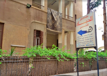 وفاة مسن مصري على أعتاب مستشفى رفض استقباله خوفا من كورونا