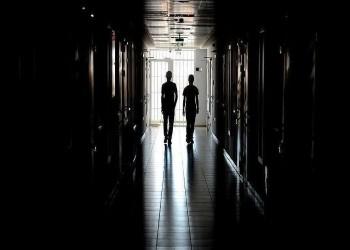 العراق يطلق سراح معتقلين بتهم الإرهاب لاحتواء كورونا