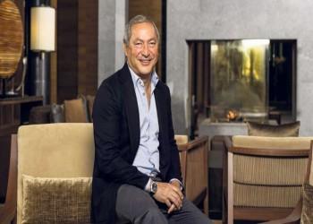 مديرة مكتب الملياردير المصري سميح ساويرس تنفي إصابته بكورونا