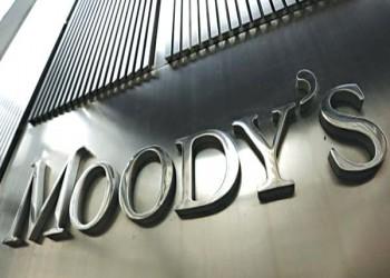 موديز تخفض نظرتها لبنوك الخليج من مستقرة إلى سلبية