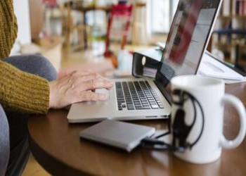 شركات تتجسس على موظفيها الذين يعملون من المنزل بسبب كورونا
