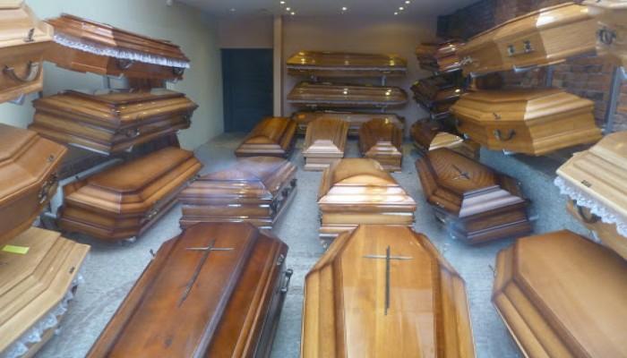 صناعة النعوش تزدهر في فرنسا بسبب كورونا