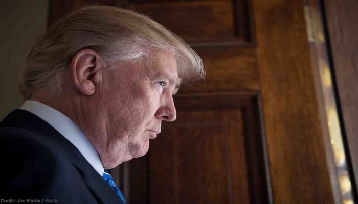 ترامب يقيل مسؤولا استخباراتيا أخطر الكونجرس بفضيحته مع أوكرانيا