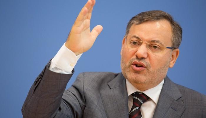 سعوديون وإماراتيون يهاجمون منصور إثر مقارنة بين مصر وتركيا