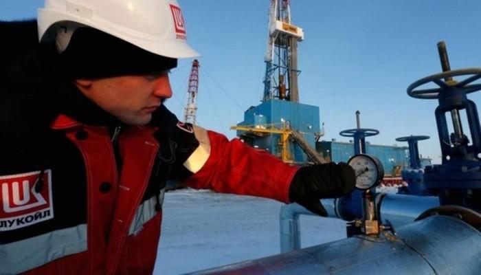 روسيا: تصرفات السعودية تجعل خزانات النفط في العالم ممتلئة قريبا