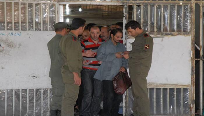 مخاوف حقوقية من مماطلة النظام السوري في الإفراج عن السجناء