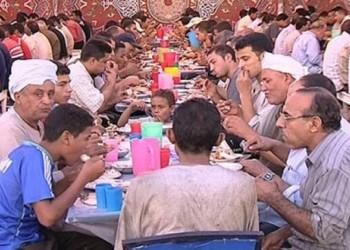 مصر تعلق الأنشطة الجماعية في رمضان.. التراويح والاعتكاف وموائد الرحمن