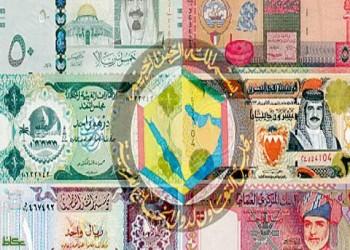 الريال السعودي أكبر متضرر.. كورونا يضغط بقوة على عملات الخليج
