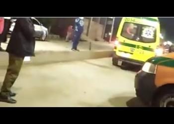 بكاء ودعوات خلال نقل أطباء مصابين بكورونا في محافظة مصرية