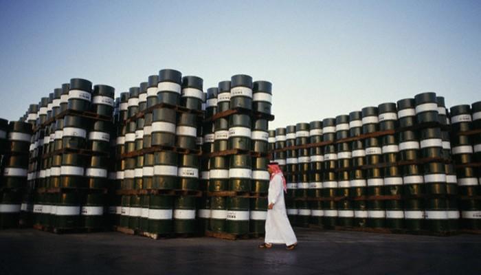 معركة النفط.. كيف تواجه السعودية تحديا لإيجاد مشترين؟