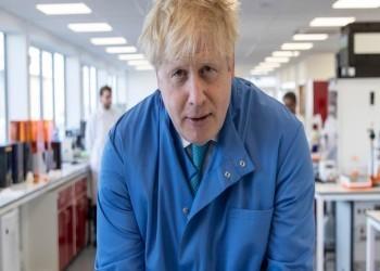 بريطانيا.. جونسون يغادر العناية المركزة  ويظل بالمستشفى