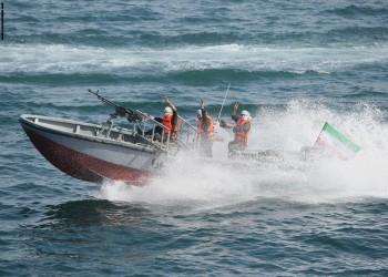 11 زورقا إيرانيا تقترب من سفن أمريكية في الخليج
