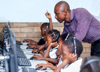 جنوب أفريقيا.. سرقة وتخريب 400 مدرسة خلال حظر التجوال