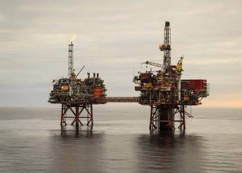 رئيس بريتش بتروليوم السابق: تهاوي سعر النفط مستمر لوقت طويل