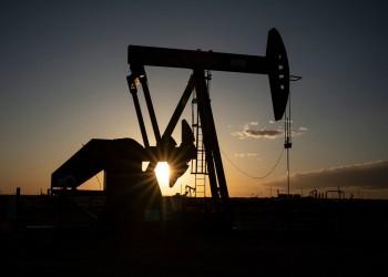 أسعار النفط تتراجع مدفوعة بتخمة كبيرة في المعروض
