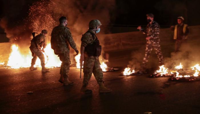 احتجاجات ليلية جديدة بلبنان.. إصابة 31 باشتباكات بين متظاهرين والجيش