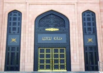 سلطنة عمان.. توجيه للشركات الحكومية بتسريح الأجانب