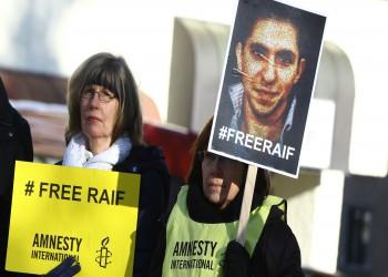 السعودية تحيل رائف بدوي للمحاكمة وتفرج عن السكران