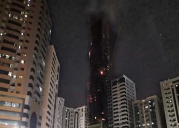 السيطرة على حريق ضخم ببرج سكني في الشارقة