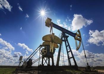 تخمة المعرض وقتامة التوقعات يدفعان النفط لخسائر جديدة