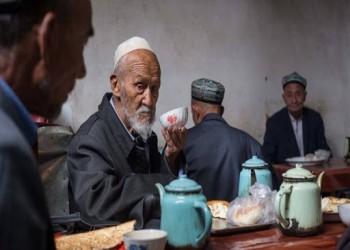 إجبار مسلمي الإيجور على تناول لحم الخنزير بنهار رمضان