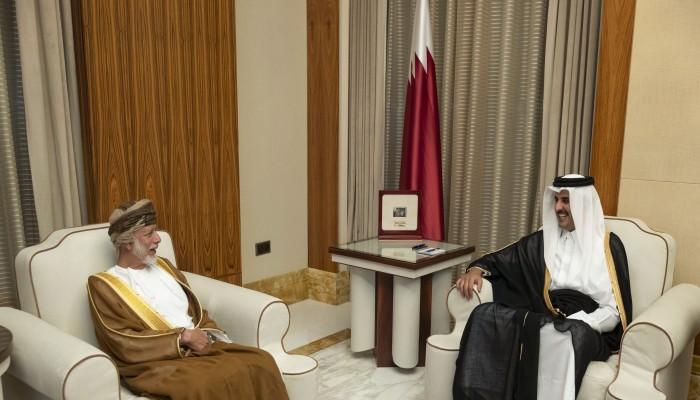 بن علوي يسلم أمير قطر رسالة من سلطان عمان