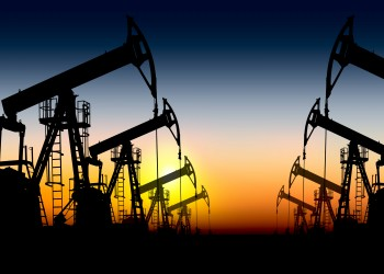 النفط يرتفع ليوم رابع بفعل مؤشرات خفض الإنتاج وتحسن الطلب