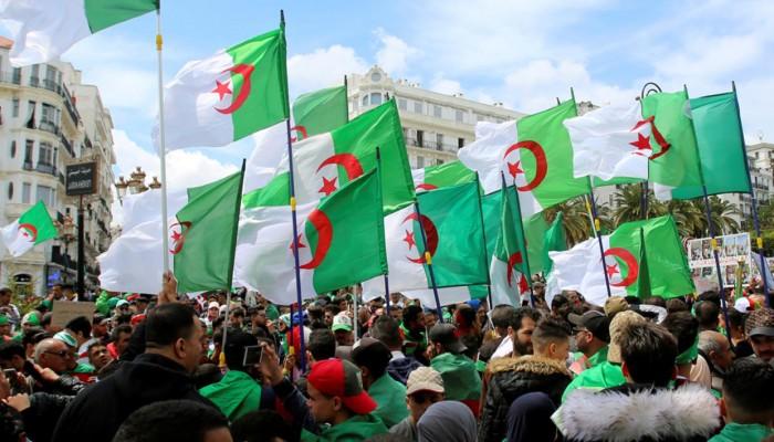 أحكام قاسية بالسجن لـ3 معارضين جزائريين بسبب منشورات على فيسبوك