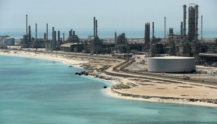 الكويت والسعودية توقفان الإنتاج من حقل الخفجي لمدة شهر