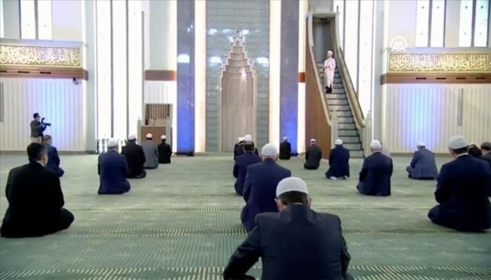تخفيف تدابير الصلاة في مساجد تركيا بدءا من الجمعة