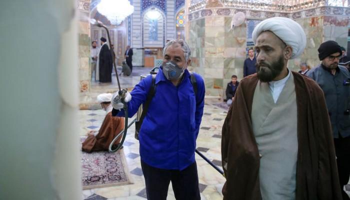 إيران تعيد فتح المزارات الدينية وتترقب العودة للأعمال