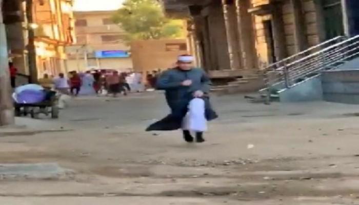 """القبض على بطل فيديو """"اجري ياشيخ"""" في مصر"""