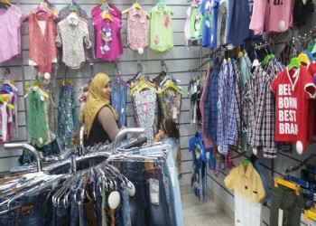 رغم انخفاض أسعارها.. مبيعات ملابس العيد في مصر تتراجع 75%