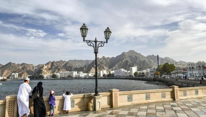 عمان تعيد فتح العاصمة وتلغي تعليق الدوام بالقطاع العام