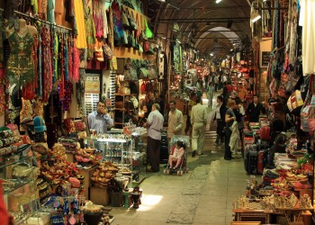 البازار الكبير في إسطنبول يستعد لمعاودة استقبال المتسوقين بعد إغلاق أليم