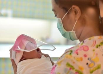 فيروس كورونا يظهر في حليب الأمهات