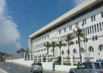 الجزائر تستدعي سفيرها لدى فرنسا بسبب الإساءة للحراك