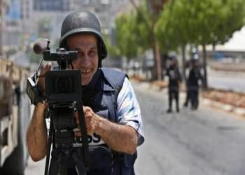 أسوشيتدبرس تفصل مصورا فلسطينيا إثر وشاية أمنية