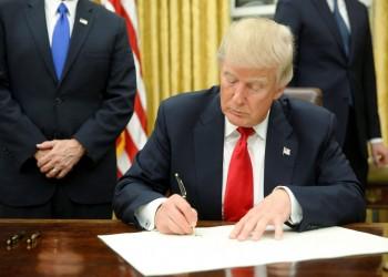 ترامب يوقع أمرا ينزع الحماية القانونية عن مواقع التواصل