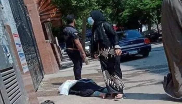 غضب في مصر بعد فيديو مسنة مصابة بكورونا ملقاة أمام مستشفى