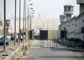 وفاة موظف بسجن مصري بكورونا يعزز الإصابات بين المعتقلين