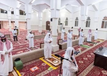 السعوديون يحتفون بإعادة فتح المساجد المغلقة منذ شهرين