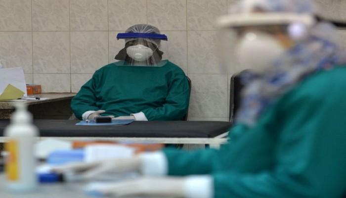 مصر تدرس رفع سن معاش الأطباء إلى 62 عاما
